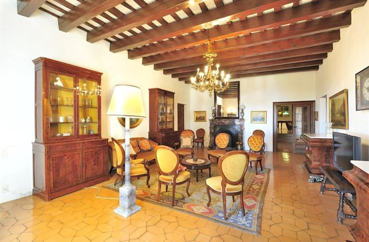 Holiday mansion for rent in barcelona city barcelona city vacation mansion 13874 for Living room city center barcelona