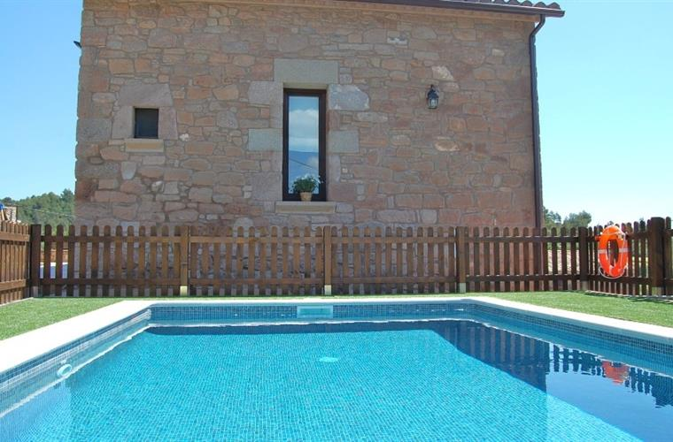 The pool 32 m2 (6x4 m) is a wonderful place to relax in the sun