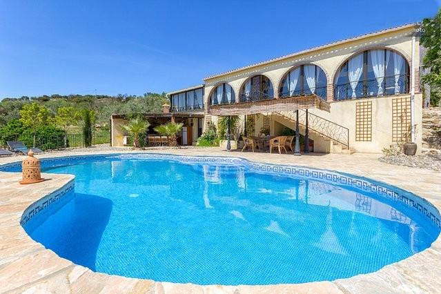 Villa, BBQ, Pergola and private Pool