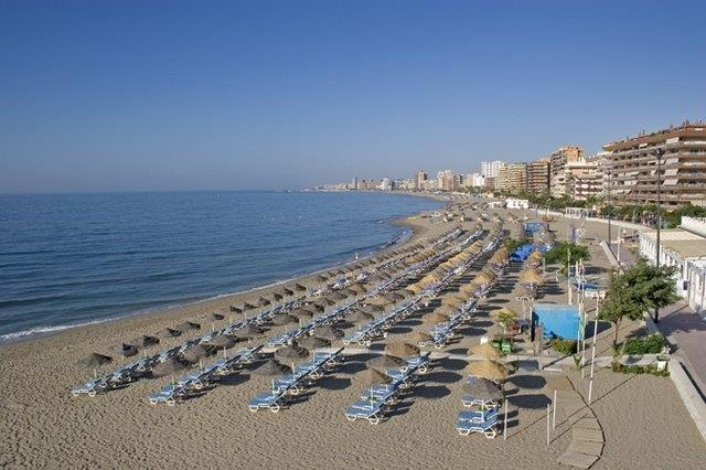 Torreblanca beach only 8 minutes walk from this property