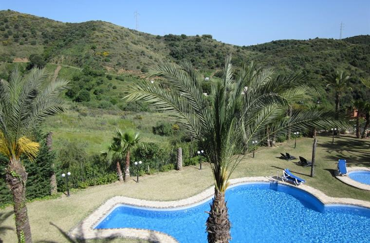 Swimming pool and spectacular countryside views