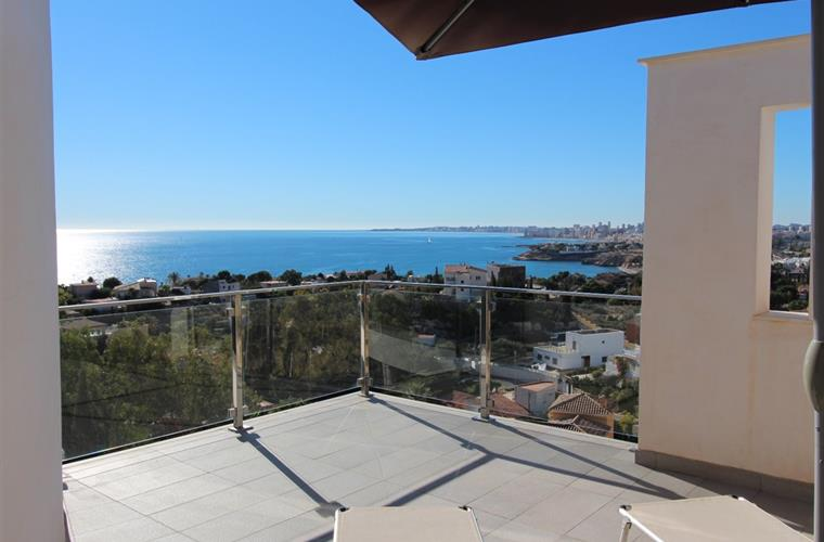 Views from terrace to the sea, to El Campello and Alicante!