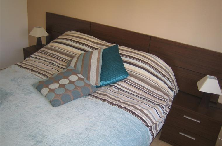 One of the kingsize bedrooms