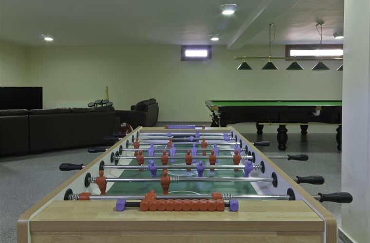 Games room in basement. Table Football, Table Tennis & X Box.