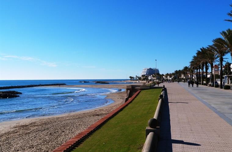 5 minutes walking to the Paseo Maritimo beaches