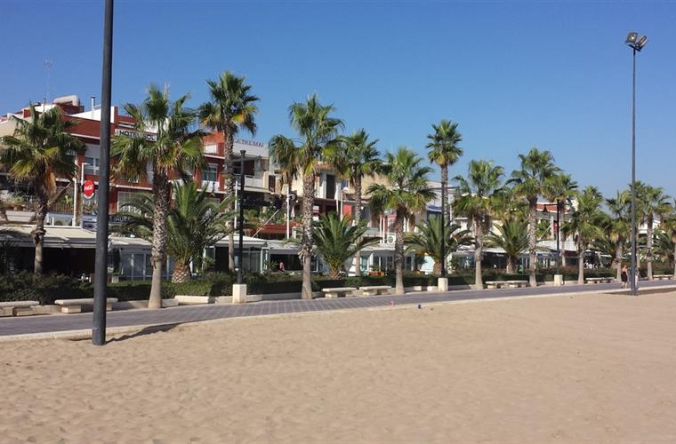 Next beach in Valencia city with promenade (400mtrs from the flat)