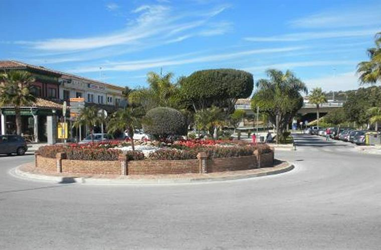 The cozy town of La Cala de Mijas has cobblestone streets w/shops