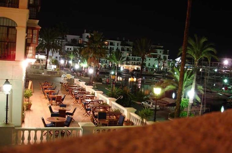 Lively night life in Duquesa Marina
