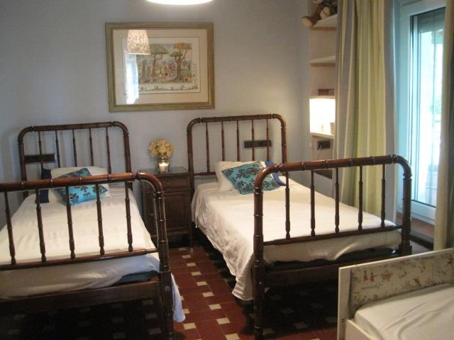 Twin room with cot bed