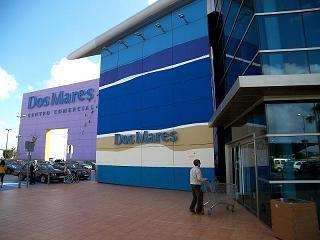 Dos Mares shopping centre with cinema and bowling.