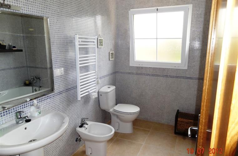 Ensuite bathroom to bedroom 1