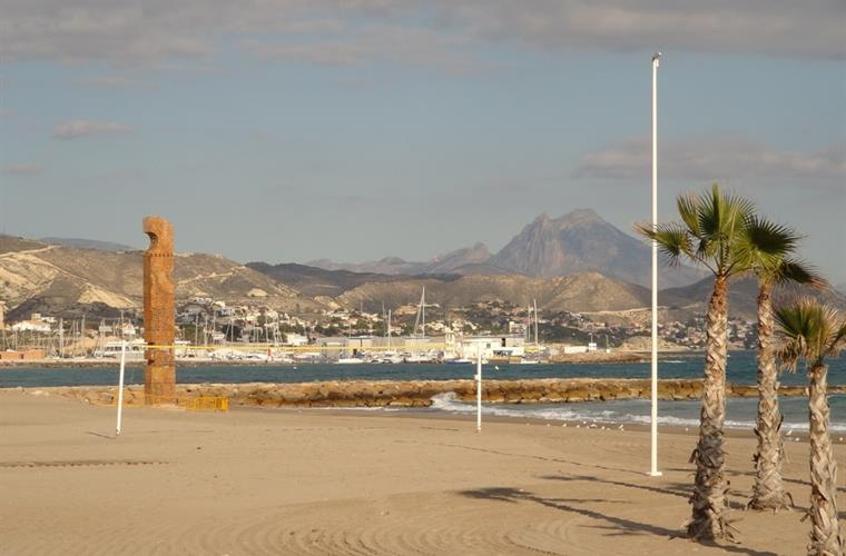 Beautiful sandy beaches of El Campello