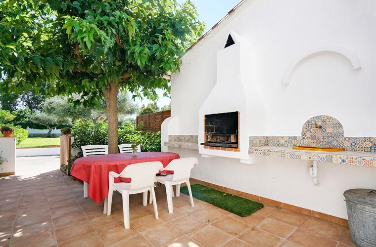 Back private terrace with barbecue (40m2)