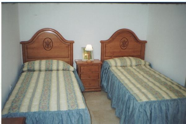 Bedroom with 2 single beds.