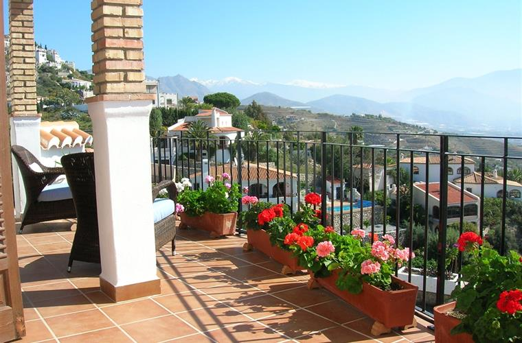 Relax on the balcony with views to mountains, sea and Salobrena