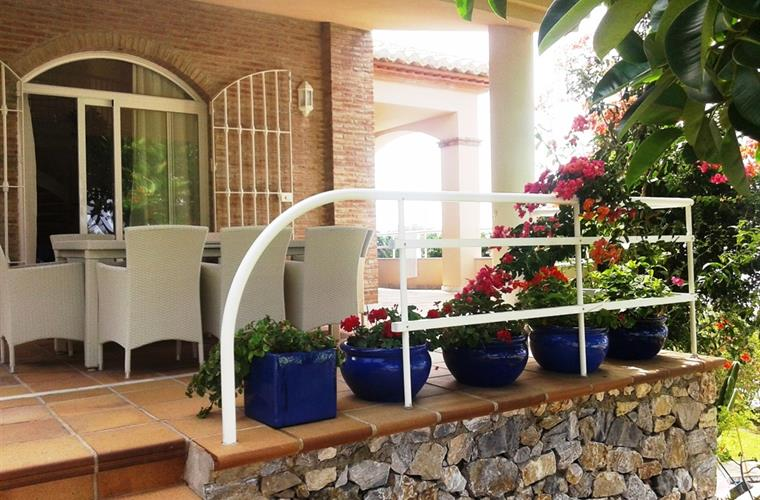 PORCH FOR BREAKFAST OR EAT BESIDE THE POOL