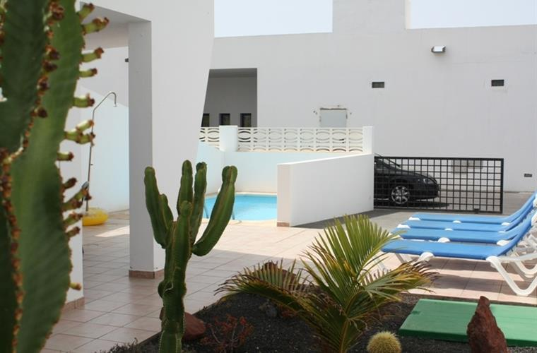 Garden, terrace and private pool
