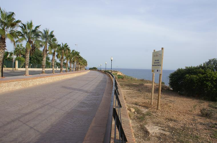 Frontal walking promenade with amazing sea-view