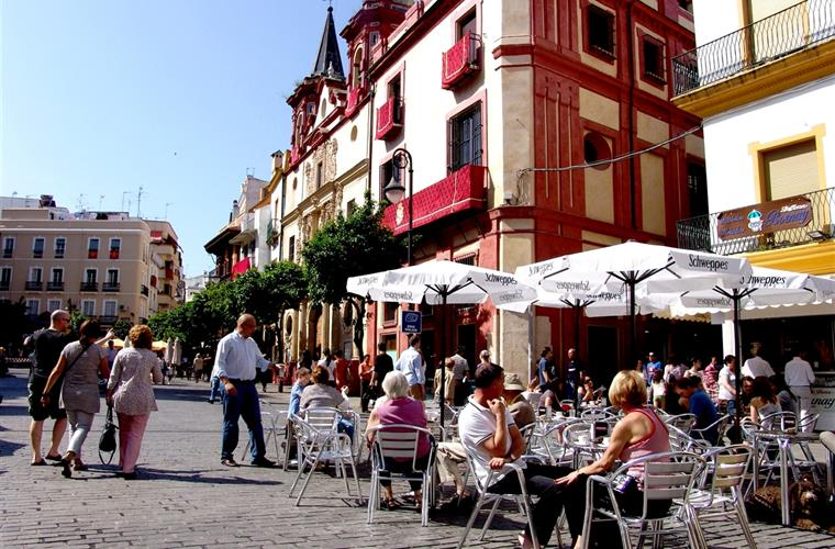 Salvador square - excellent place for aperitivo - 100 meters