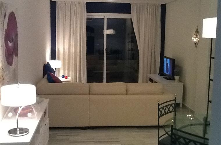Livingroom with flatscreen tv