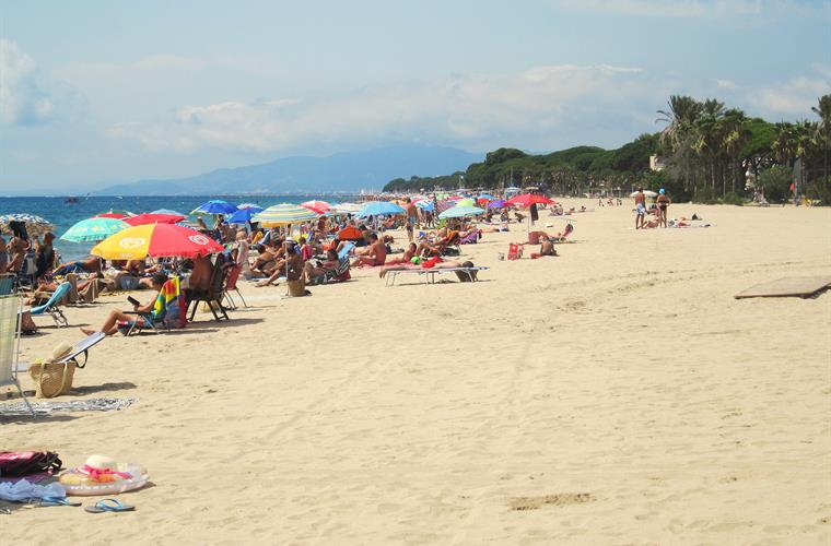The beach in Vilafortuny where the apartment is