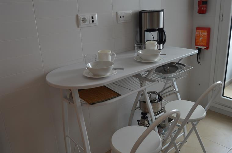 Breakfast bar which can be used for additional