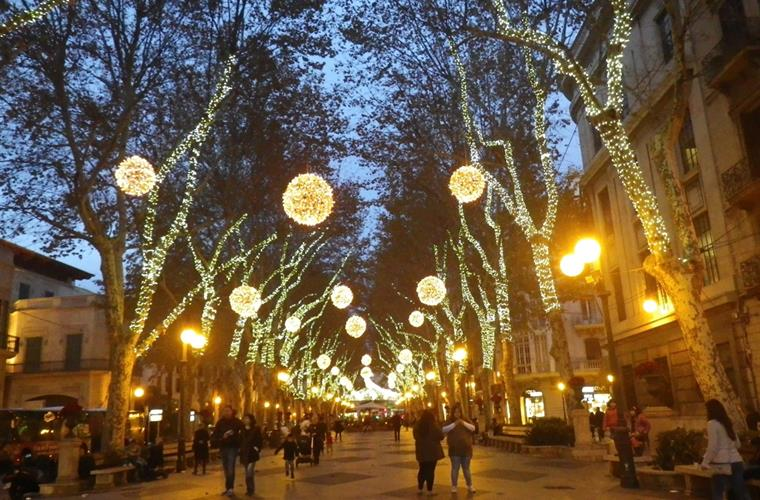Paseo del Borne Christmas illumination