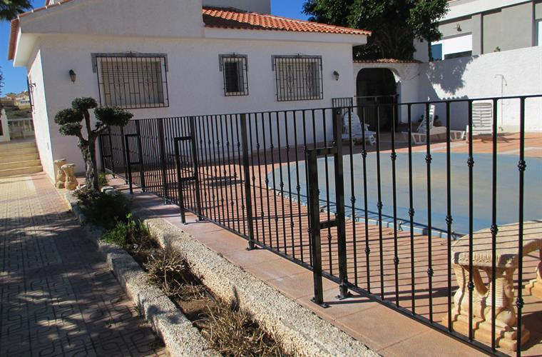 children security gate by pool