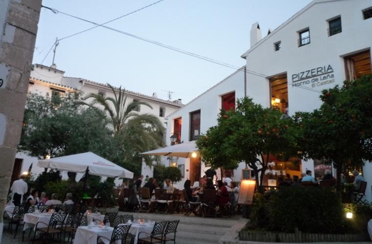 Restaurants and pizzerias in the old town of Altea.