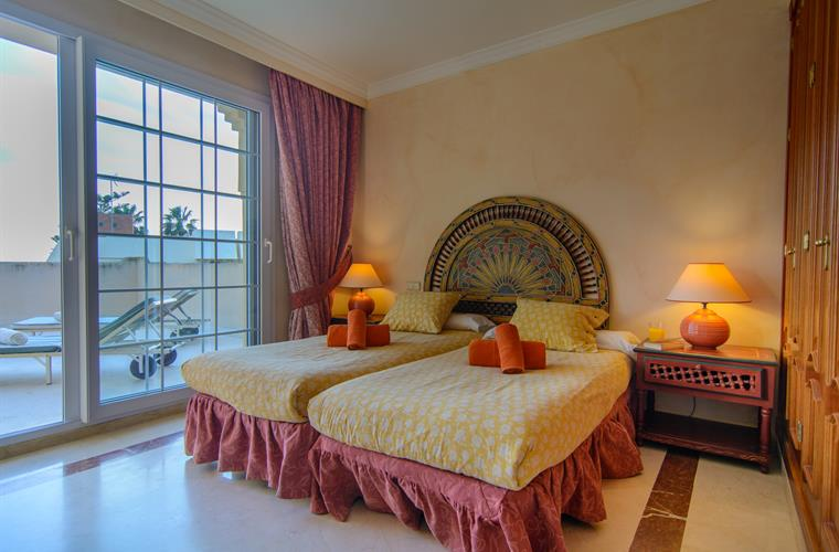 what is master bedroom villa for rent in marbella alicate playa 17799