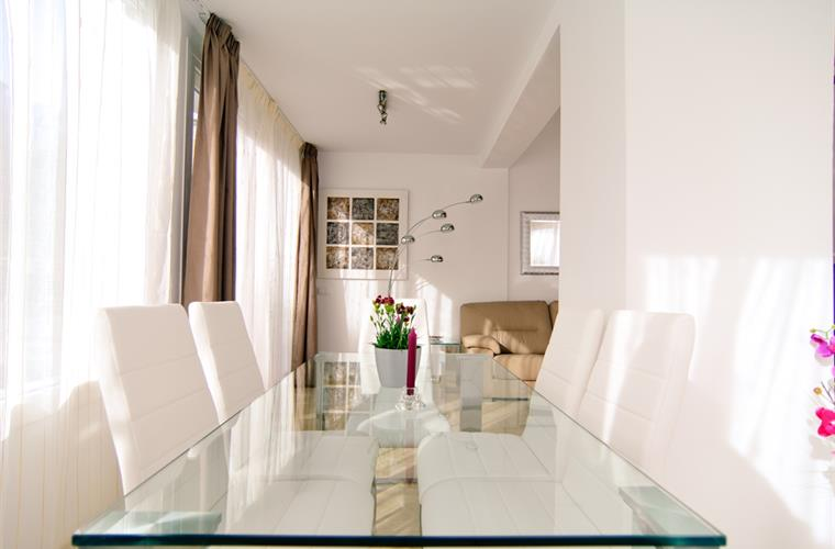 Dining area in living room with openplan kitchen + exit on terrace