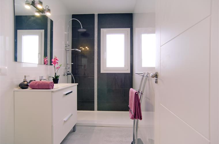 Fully equipped ensuite bathroom with walk-in shower
