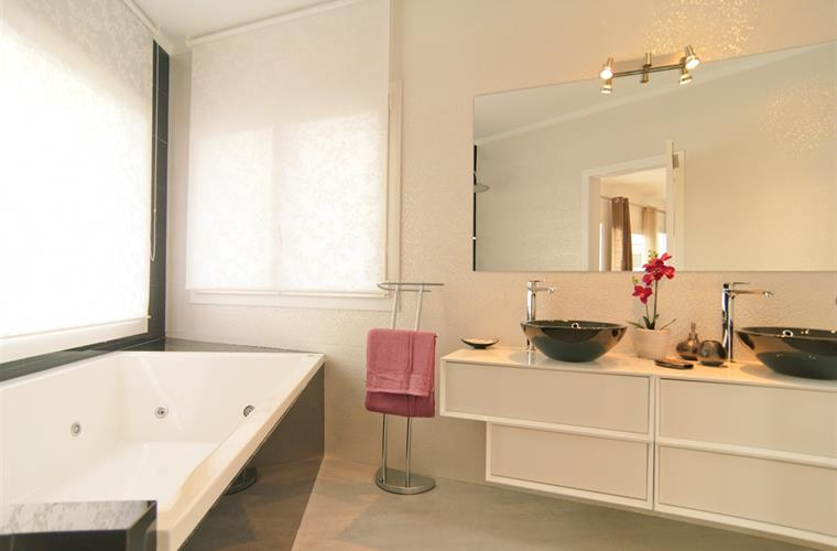 Main ensuite bathroom, fully equipped with jacuzzi + sea views