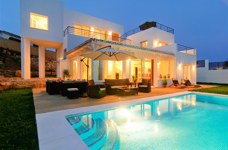 Brand new villa with 5 bedrooms private pool, large terrace+garden