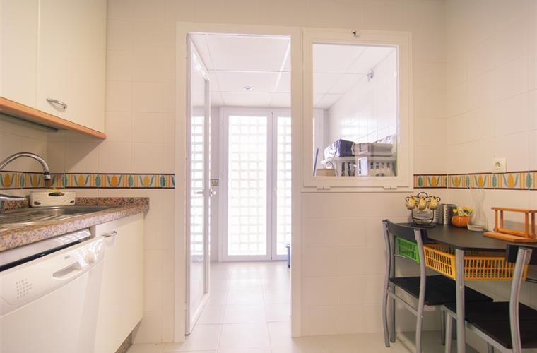 Holiday apartment for rent in estepona costalita for Kitchen room estepona