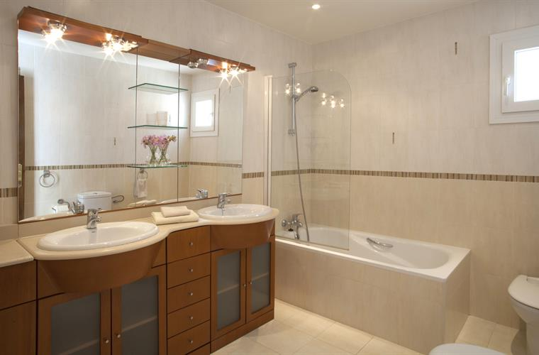 Beautiful pacious light bathroom. Double sink, bathtub and shower.