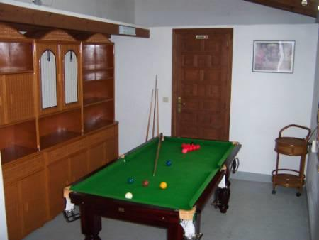 Snooker/pool room