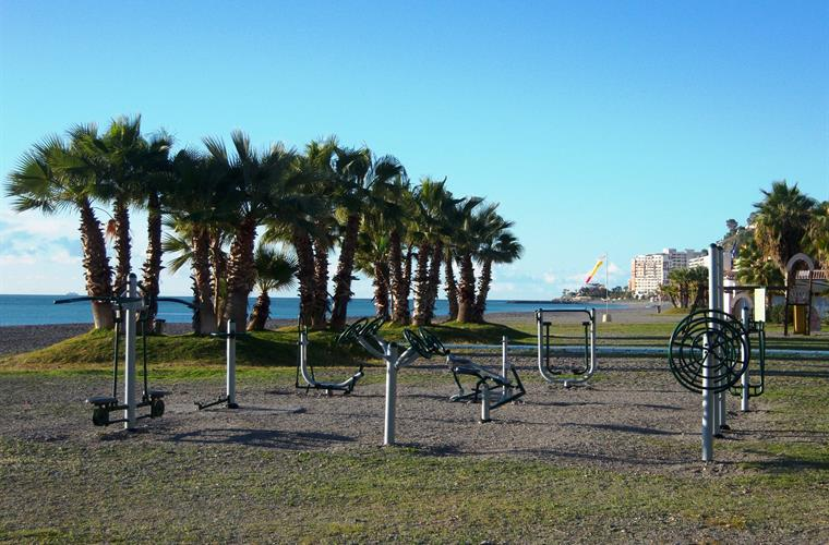 Fitness with sea view - fitness equipment on the beach of Velilla