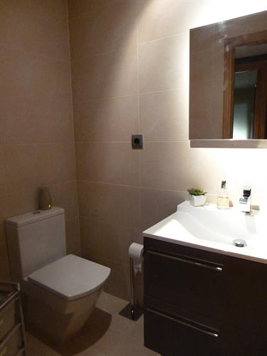 Separate shower room (bath)