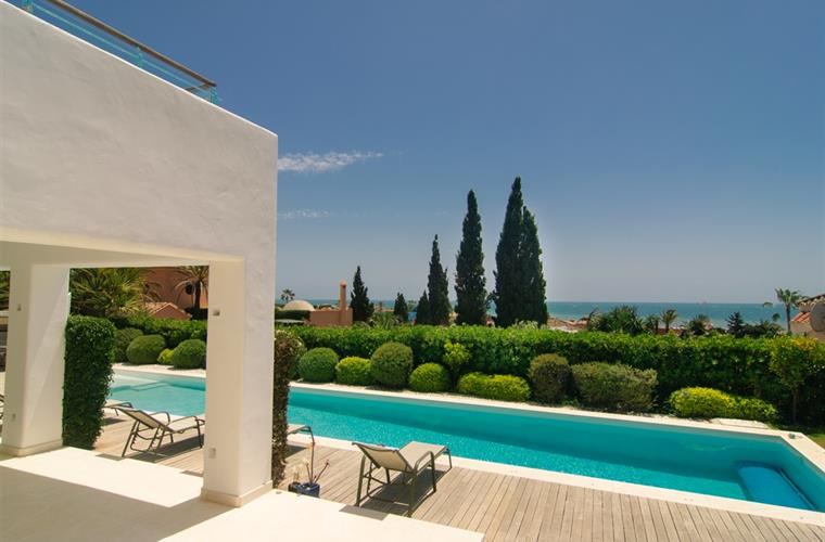Designer villa, private pool (17x3m), 800m2 garden