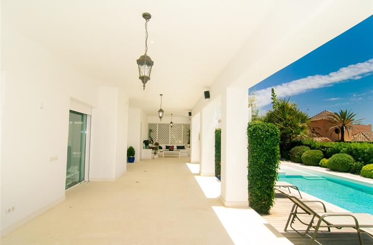 Large terrace with direct access to private pool
