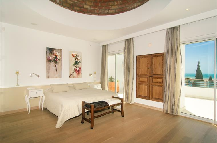 Master bedroom with brick ceiling dome above bed