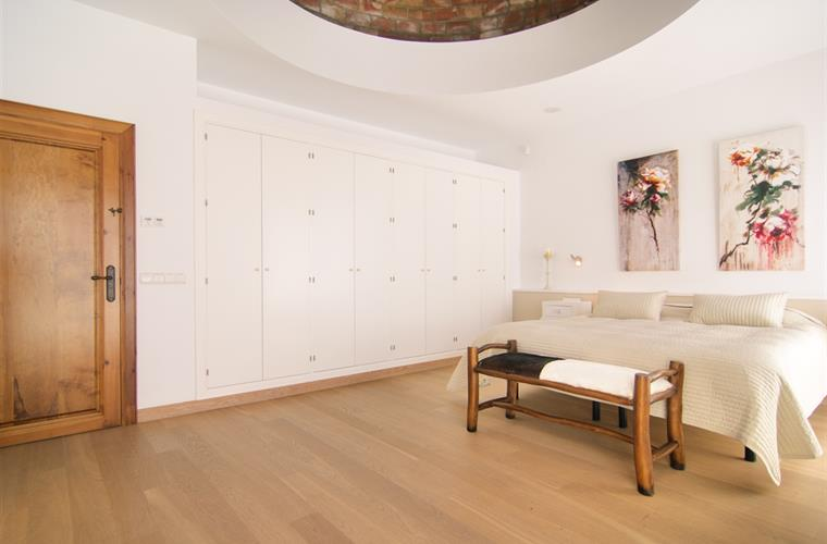 Large wardrobes in master bedroom, king size bed