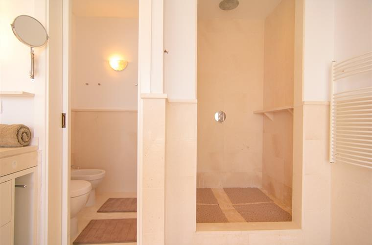 Spacious walk in rain shower, underfloor heating