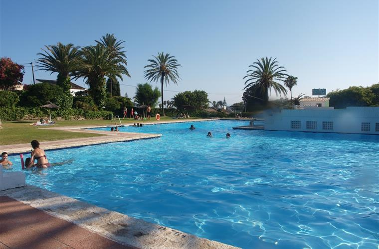 This pool is great for little kids only 5 minutes from Casa Elzer