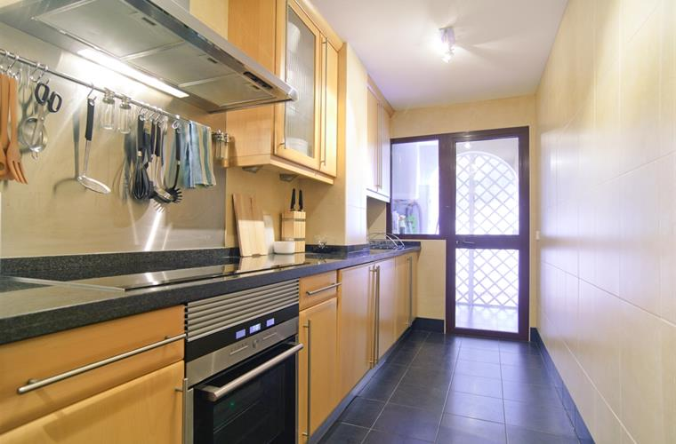 Completely equipped kitchen with all utilities