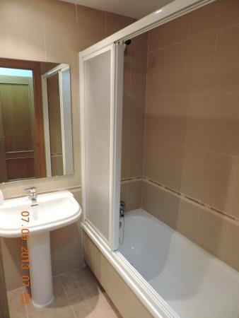 En suite bathroom (Master Bedroom)