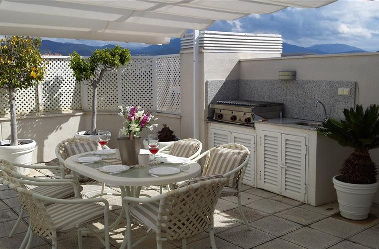 Roof terrace and kitchenette