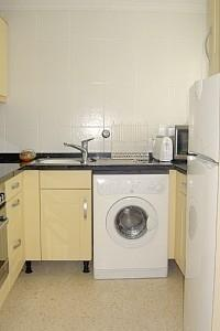 fully equiped kitchen with washing machine