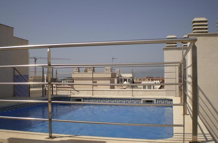 Swimming pool (rooftop)
